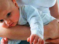 Soñar con un bebe feliz en brazos